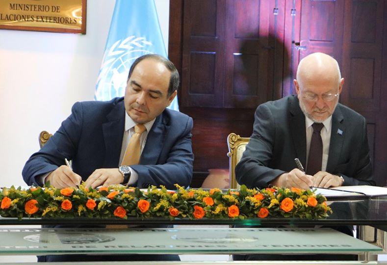 Antonio Rivas, ministro de relaciones exteriores del Paraguay y Mario Samaja, coordinador residente de la Organización de las Naciones Unidas en Paraguay