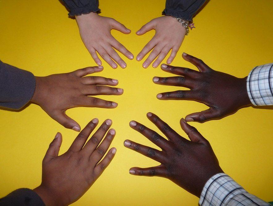 La confianza es un valor esencial en la interacción social humana; se basa en una construcción paulatina de los vínculos, y no se da de la noche a la mañana